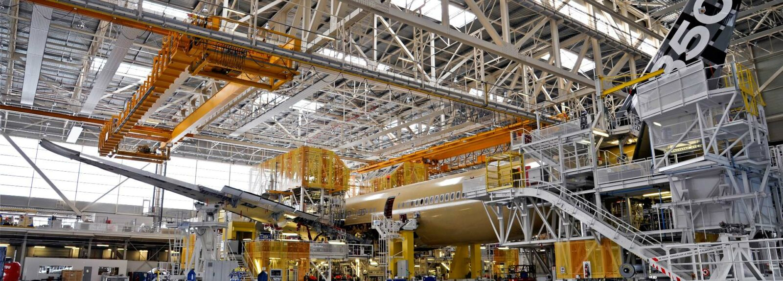 assembly-line-aircraft a350-toulouse
